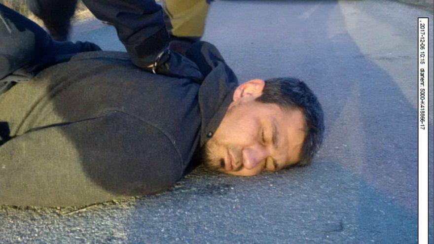 صورة للمتهم رحمت عقيلوف أثناء إلقاء الشرطة السويدية القبض عليه