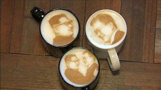 چهرۀ خندان کیم جونگ-اون در کافیشاپهای کرۀ جنوبی
