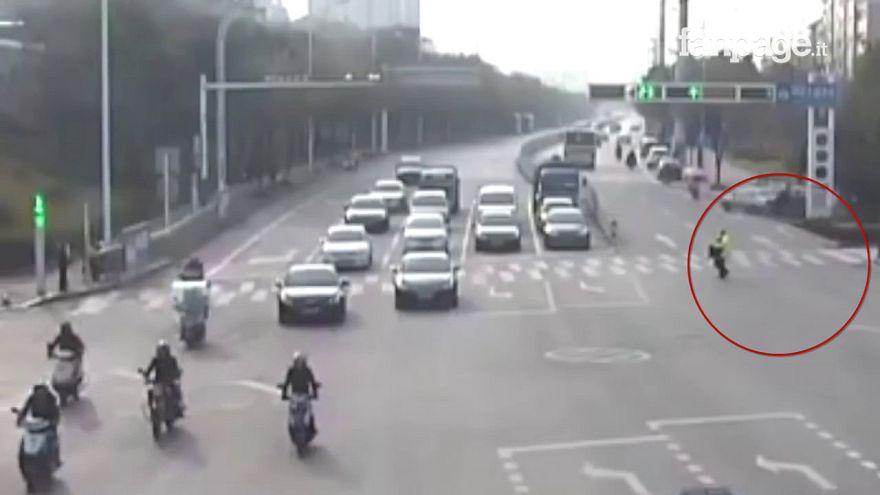 Cina: l'anziano e il poliziotto