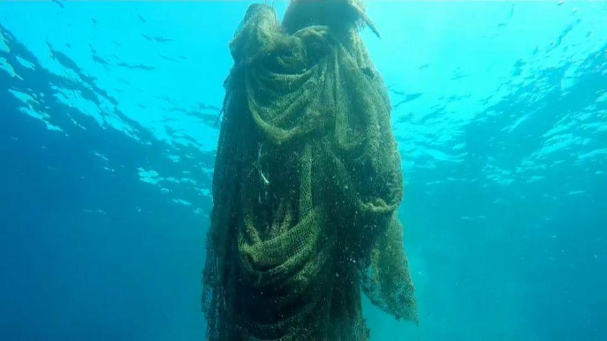 """""""Redes de pesca fantasmas"""": Armadilhas fatais nos Oceanos"""