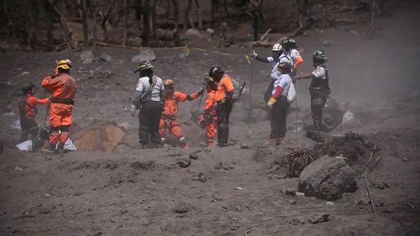 Guatemala: Feuervulkan rumort weiter