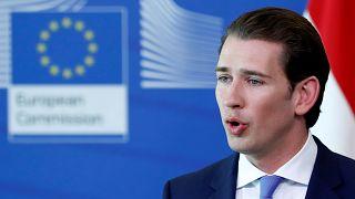 Österreichs Regierung schließt sieben Moscheen und will Dutzende Imame ausweisen