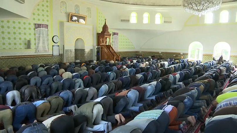 Austria expulsará hasta 60 imanes islamitas y cerrará 7 mezquitas
