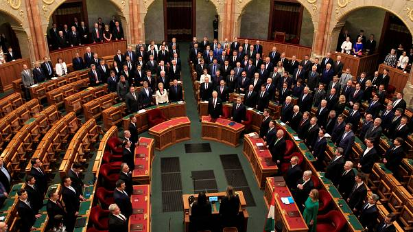 دولت مجارستان در قانون اساسی بازنگری می کند