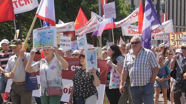 Все школы в Латвии переходят на латышский язык