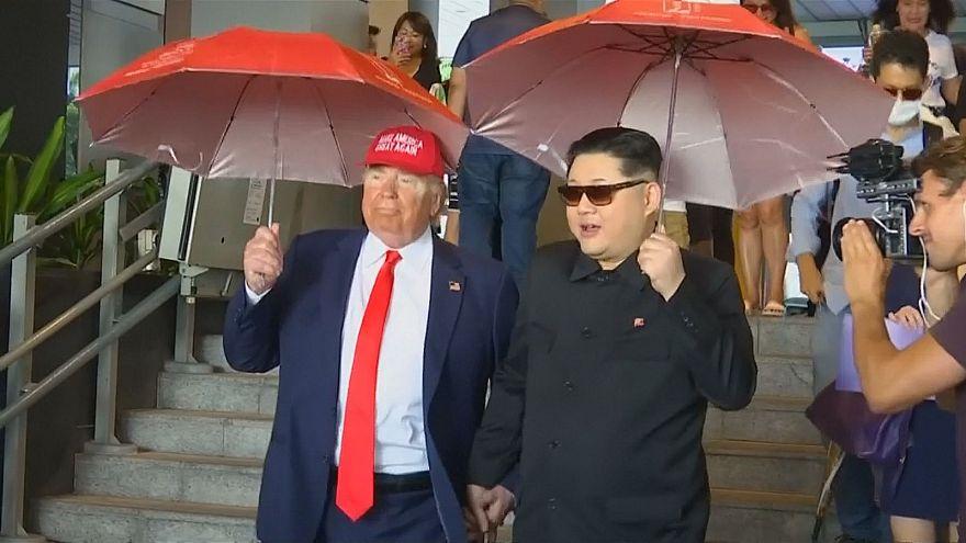 كيم وترامب والأيدي متشابكة.. شاهد