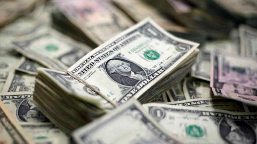 الدولار الأمريكي يواجه أكبر انخفاض أسبوعي منذ ثلاثة أشهر