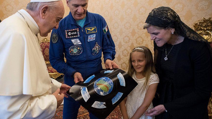 Форма астронавта для папы римского