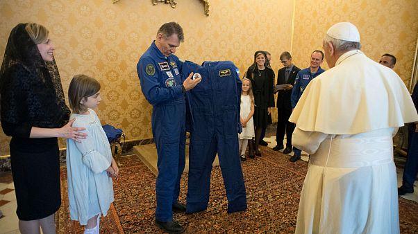 Astronotlardan Papa'ya ziyaret