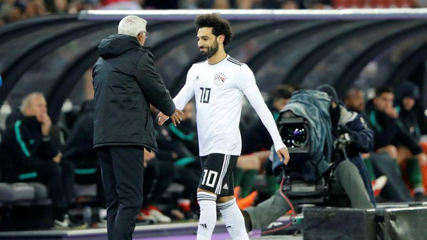 صلاح بصحبة هيكتور كوبر مدرب المنتخب المصري