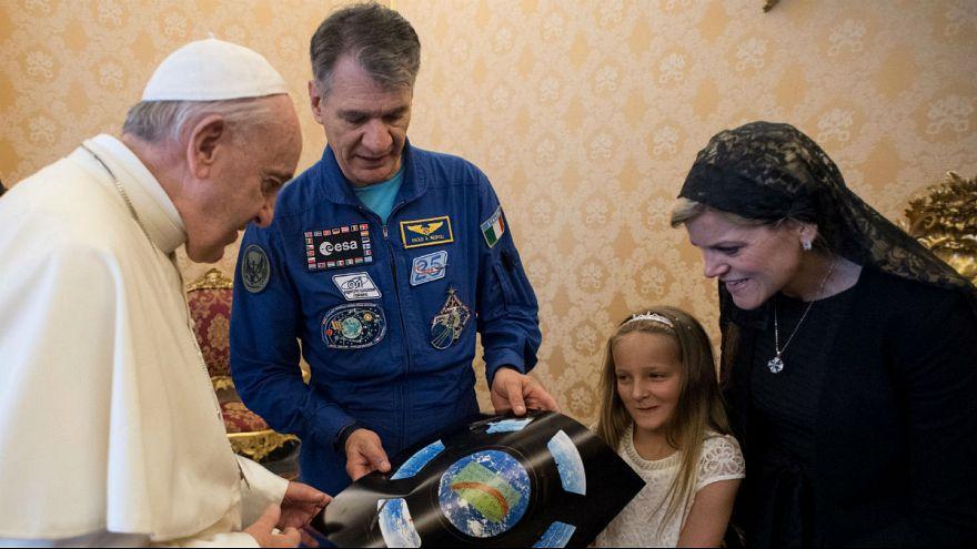 Űrhajósok jártak Ferenc pápánál