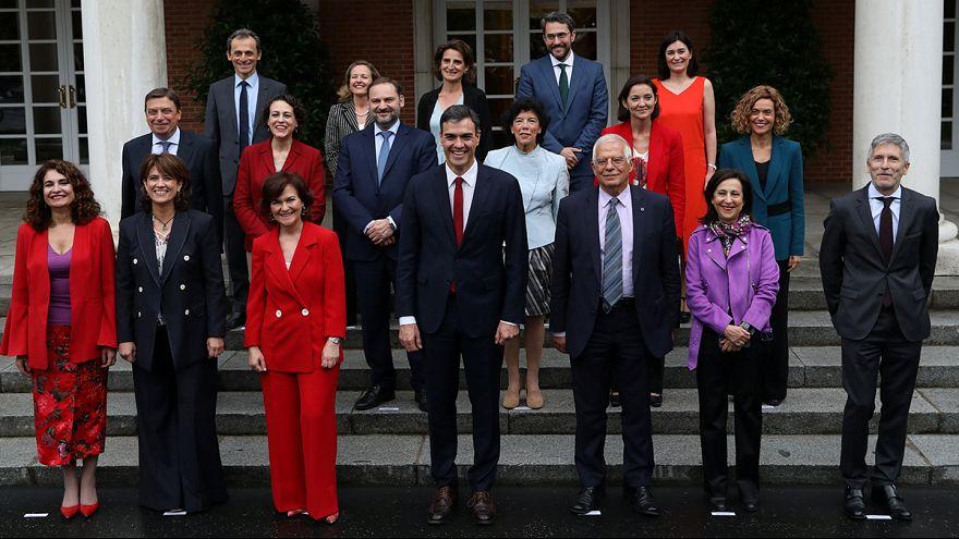 Első spanyol kormányülés: még a nevük is nőnemű lett