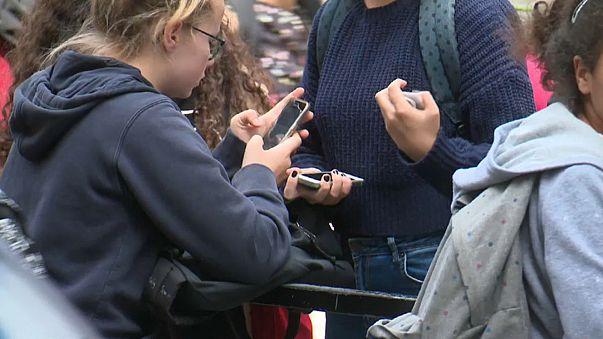 Telemóveis banidos das escolas de França