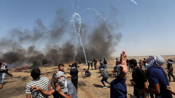 القوات الإسرائيلية تطلق الغاز المسيل للدموع على المتظاهرين