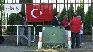 Турки за рубежом уже голосуют
