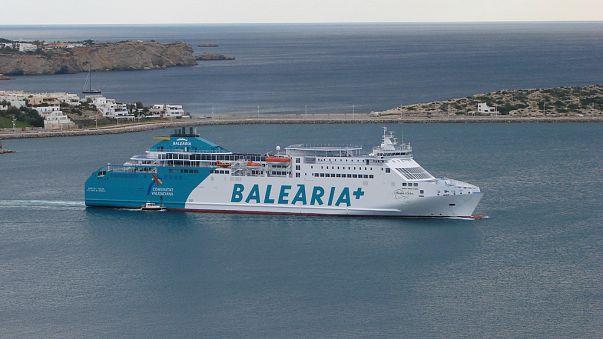 Evacuan a 181 pasajeros de un ferry varado en el puerto de Sant Antoni en Ibiza