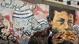 لوحة جدارية على أحد أطراف ميدان التحرير في العاصمة المصرية - رويترز