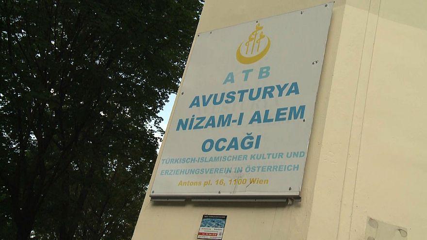 Austria: moschee chiuse, le reazioni