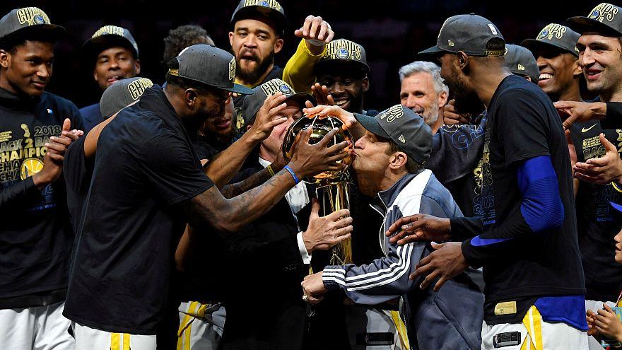 NBA: i Warriors ancora campioni, stesi 4-0 nelle Finals i Cavaliers