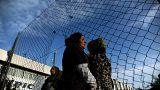 انتقادات لقرار ترامب نقل مئات المهاجرين المحتجزين إلى سجون أمريكية