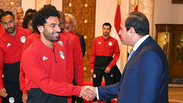 الرئيس عبد الفتاح السيسي واللاعب محمد صلاح