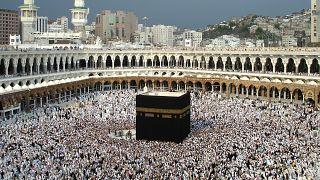 Müslümanların kutsal mekanı Kabe'de intihar