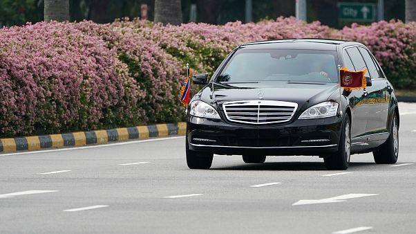 شاهد.. اللقطات الأولى لموكب الزعيم الكوري عقب وصوله إلى سنغافورة