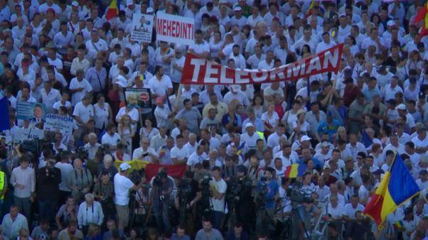 """Romania, in 100mila a Bucarest contro gli """"abusi dell'anticorruzione"""""""