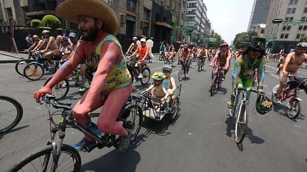 Обнаженные велосипедисты в Мехико