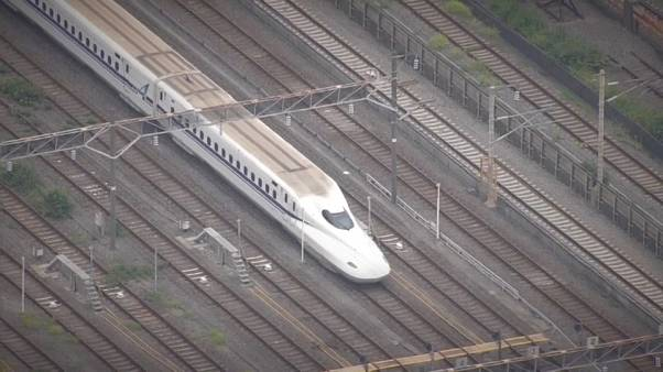 Giappone, su un treno un uomo armato di coltello uccide una persona e ne ferisce due