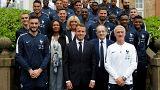 ماكرون يستقبل المنتخب الفرنسي ويكشف عن نقطة قوته عندما كان لاعبا لكرة القدم