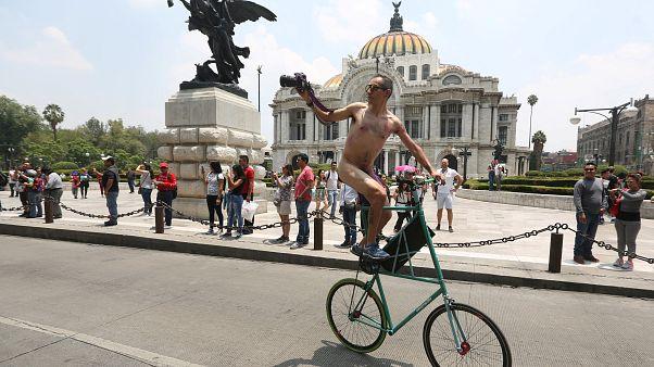¡Desnudos ante el tráfico! ¿Ahora sí me ves?