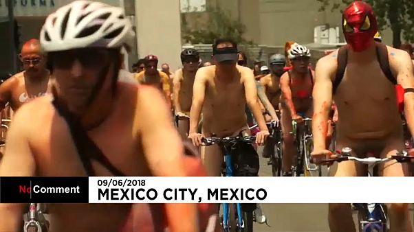 A vélo et nus pour les droits des cyclistes