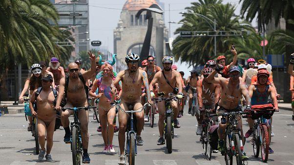 Nacktradeln in Mexiko