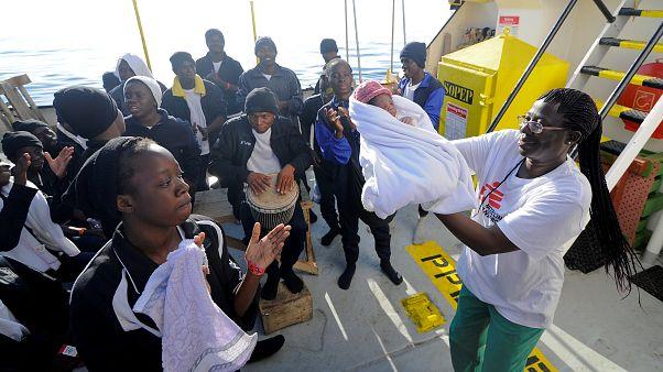 Tudósítónk a menekülthajó fedélzetén