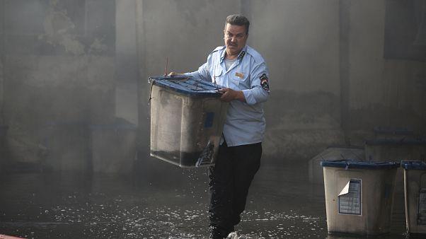 Irak : un dépôt d'urnes électorales en feu
