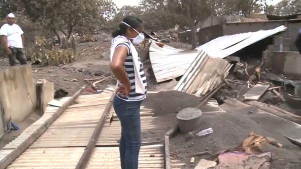 ناجية تبحث عن 50 من أقاربها طمرهم بركان في غواتيمالا