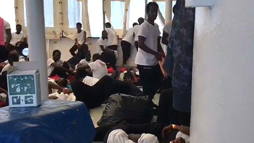 إيطاليا تدعو إلى غلق موانئها أمام سفن تقلّ مهاجرين غير شرعيين