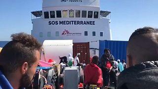 ویدئوی اختصاصی یورونیوز از درون کشتی سرگردان حامل مهاجران در دریای مدیترانه