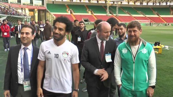 شاهد: كيف استقبل الرئيس الشيشاني اللاعب المصري محمد صلاح؟