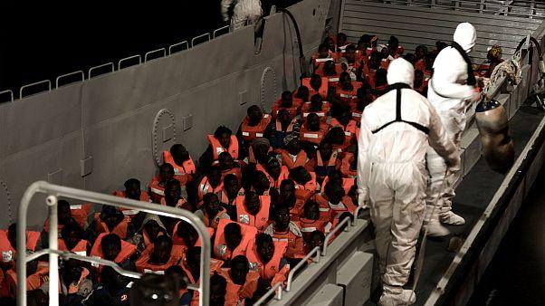 سرگردانی پناهجویان کشتی «Aquarius»