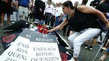 """Cartazes pedem mais ação: """"É suficiente! Finalmente, é preciso conclusões"""""""
