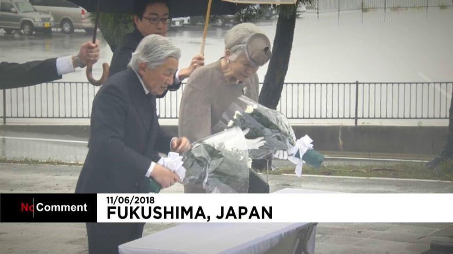 Imperador do Japão faz homenagem a quem perdeu a vida no tsunami de Sendai
