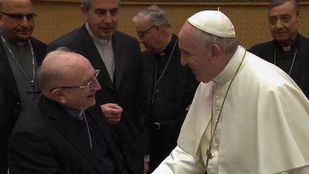 El papa Francisco acepta la renuncia de tres obispos chilenos