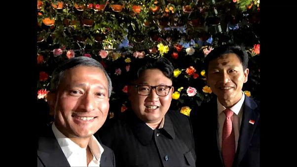 سيلفي كيم مع رئيس وزير الخارجية السينغافوري