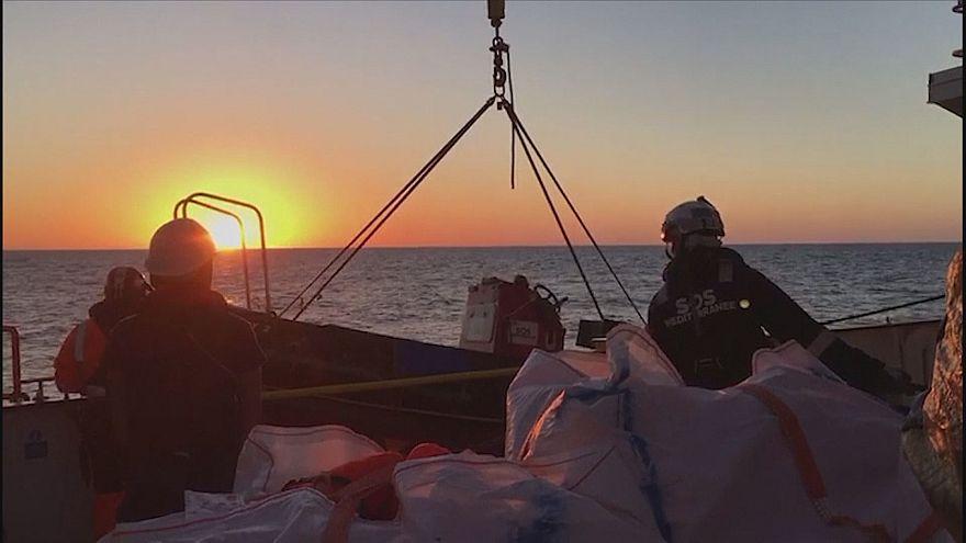 Akdeniz'de ölüm kalım mücadelesi veren göçmenlere İspanya'dan yardım eli