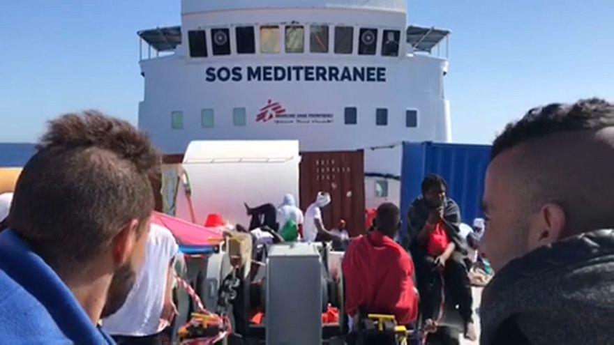 Akdeniz'de göçmenleri  taşıyan gemi İspanya'ya dümen kırdı