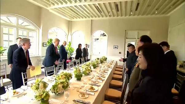تعرف على طاولة غداء ترامب وكيم في سنغافورة