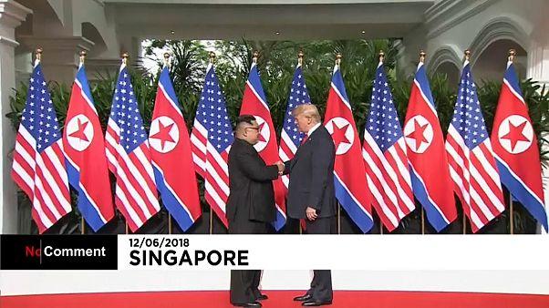 Poignée de main historique Trump-Kim