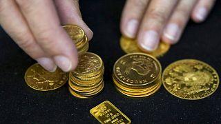 الذهب يتراجع والدولار يستعيد قوته بعد قمة ترامب وكيم